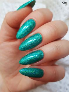 Turkusowy Raj w połączeniu ze Szmaragdową Syrenką to zestawienie, które latem powraca niczym bumerang! Podoba Wam się taka propozycja? 🌴  #nails #nail #nailsart #nailart #nailsartist #nailartist #nails2inspire #nailsinspirations #nailsdesign #mermaidnails #summernails #mani #manicure #manicurehybrydowy #paznokcie #paznokciehybrydowe #paznokcieżelowe #paznokciezsyrenką #efektsyrenki #hybrydy #hybryda #pazurki #szmaragdowepaznokcie Raj, Manicure, Nails, Heart Sign, Nail Art, Image, Nail Bar, Ongles, Nail Manicure