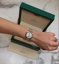 Welcome to the best online luxury lifestyle magazine! Luxury World Central – Your daily source content of luxury world. Cute Jewelry, Jewelry Accessories, Men's Jewelry, Jewelry Bracelets, Jewelry Watches, Fashion Jewelry, Women Jewelry, Rolex Vintage, Vintage Watches