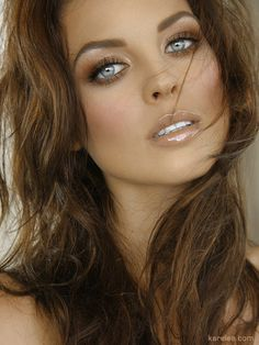Wow -Love her dark complexion and natural earthy make up.