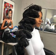 Romantic hairstyles , which are among the 2019 hair trends, include beautiful models that you can choose for both daily life, private events and business life. If you are bored of tight buns, straight hair or ordinary. Black Wedding Hairstyles, Romantic Hairstyles, Black Girls Hairstyles, Bride Hairstyles, Vintage Hairstyles, Wig Hairstyles, Long Weave Hairstyles, Evening Hairstyles, Trendy Hairstyles