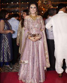 The groom's sister looks stunning at & Mehndi tonight! Walima Dress, Pakistani Formal Dresses, Pakistani Outfits, Shadi Dresses, Pakistani Fashion Party Wear, Pakistani Bridal Wear, Couture Dresses, Fashion Dresses, Golden Dress