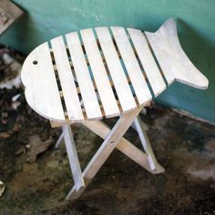 Portable Driftwood Fish Accent Table ==