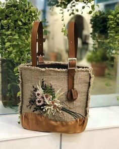 Crochet Leaf Patterns, Denim Handbags, Embroidery Bags, Fabric Bags, Quilted Bag, Cloth Bags, Handmade Bags, Beautiful Bags, Purses And Bags