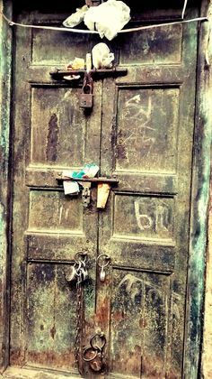 Doors & Windows Photography Suggestions, Tips| Mobile Street Photography| Wacky Wanderlust