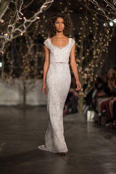 a sleek silhouette #WeddingDress by http://www.jennypackham.com/ Photography: Daniel Dorsa - danieldorsa.com/