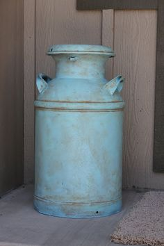 i love old, refinished milk cans! i always used our old milk cans as a chair at the table when we had family get togethers as a kid. Antique Milk Can, Vintage Milk Can, Country Decor, Rustic Decor, Farmhouse Decor, Country Living, Painted Furniture, Diy Furniture, Painted Milk Cans
