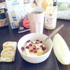 I ♥ breakfast #breakfast #frukost #healthybreakfast #fitnessbreakfast #eathealthy #eatclean #sweden #fit #fitness #healthy #protein #morning  #oatmeal #gröt #keso #melon #Padgram