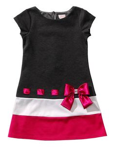 Youngland Black & Pink Bow Drop-Waist Dress - Toddler by YounglandA bow-adorned drop waist and a color block design give this dress a retro-inspired look. A keyhole closure in back offers a polished fit for its soft and stretchy form. Frocks For Girls, Little Girl Dresses, Girls Dresses, Frock Patterns, Girl Dress Patterns, Mode Batik, Baby Dress Design, Toddler Dress, Baby Sewing