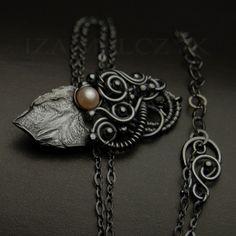 Iza Malczyk Gallery of artisan silver jewellery.