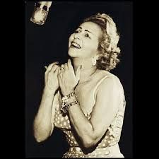 Resultado de imagem para Dalva de Oliveira - Noite feliz ( noite de Natal - 1952 ) https://www.youtube.com/watch?v=D7RgBrAuST8