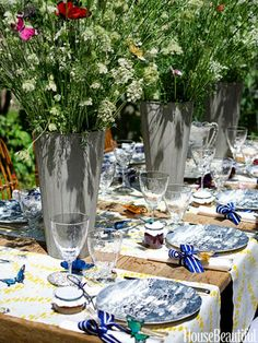 Spring has sprung with this beautiful outdoor tablescape.  |  House Beautiful