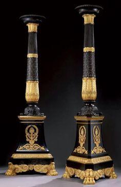 Exceptionnelle paire de grandes torchères ou candélabres de palais Bronze dore et patine, signees deniere bronzier / a paris sur le dessus de chacune des embases. Paris, vers 1820-1830- Epoque Restauration. Hauteur: 242 cm, largeur: 80 cm, profondeur: 80 cm, diametre: 40 cm.