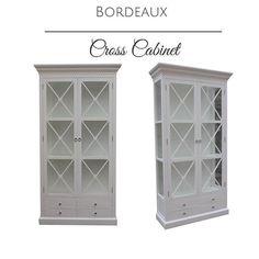 Tilbud  hos @classicliving  Bordeaux Cross Cabinet  Et lekkert vitrineskap med kryss sprosser. Dette skapet er et blikkfang med flotte detaljer. Skapet er laget i hvitmalt poppel og MDF og er meget solid. Kryss sprossene på dette vitrineskapet skaper et lekkert design. Tagg lister i toppen. Nederst er det 4 praktiske skuffer. Kommer i flere farger.   For pris og mer informasjon:  Se www.classicliving.no (link i Bio)   #classicliving #skap #vitrineskap #glasskap #sprosser #stue #interiør