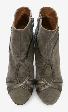 Chie Mihara Grey Boot | VAUNTE