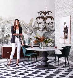Stylist Kerrie-Ann Jones on creating Real Living covers - The Interiors Addict Running Fashion, Love Fashion, Mesa Colonial, Real Living Magazine, Belle Magazine, Styling Stations, British Colonial Style, Interior Stylist, Interior Design