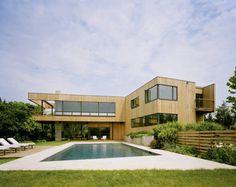 El estudio del arquitecto Robert Young ha diseñado la Casa Bluff de estilo moderno y contemporáneo, la vivienda se encuentra situada en Montauk, Nueva York.