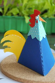 Dekoideen zum Basteln mit Kindern im Frühling und zu Ostern-Hahn aus Karton