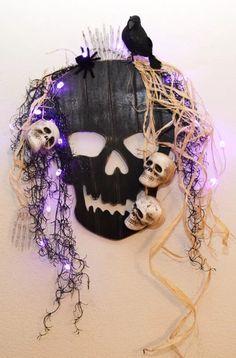 Voodoo Halloween, Halloween Diy, Halloween Wreaths, Halloween Graveyard, Halloween Birthday, Halloween 2019, Halloween Stuff, Halloween Front Door Decorations, Halloween Front Doors