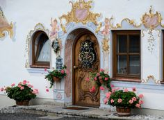 Attraction & Sights // Beautiful painting on buildings & homes | Garmisch Partenkirchen, Germany