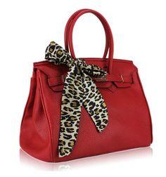 Style Advice: Red Designer Replica Handbags for Fashionable Women Designer Purses And Handbags, Replica Handbags, Designer Bags, Handbags Online, Latest Handbags, Cheap Designer, Discount Designer, Red Handbag, Prada Handbags