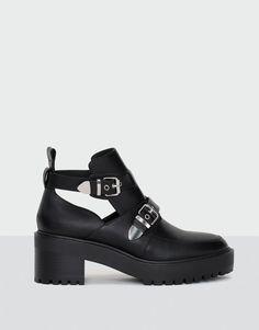 Botín moda hebillas - Botas y botines - Calzado - Mujer - PULL&BEAR España