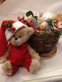 Christmas basket by By Shaz bears | Bear Pile