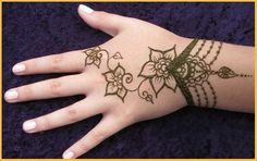 Try these simple arabic mehndi designs for hands step by step, simple arabic mehndi designs for hands 2015 which we have collected for our visitors so that they need not to browse different sites for the best and simple Arabic mehndi designs for hands.