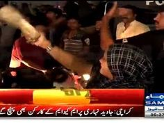 MQM Lady Worker Welcome Imran Ismail With 'CHAPPAL'