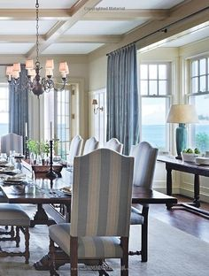 44 Awesome Traditional Dining Room Decor Ideas - Decor Diy Home Dining Room Design, Dining Room Chairs, Dining Area, Traditional Dining Rooms, Traditional Decor, Traditional Kitchens, Dining Room Inspiration, Blue Rooms, White Decor