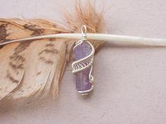 Pendentif wire wrap sur améthyste par oPetitePlumeo sur Etsy #crystal #jewelry #wire wrap #wirewrapping #handmade #necklace #pendant #semi-precious #gemstone #gems #unique #artisan #montreal #plume #petiteplume #amethyst