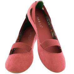 ModCloth Playful PliC)s Flat ($28) ❤ liked on Polyvore featuring shoes, flats, flat, ballet flat, pink, pink ballerina shoes, pink polka dot shoes, skimmer flats, pink shoes y pink ballet flats