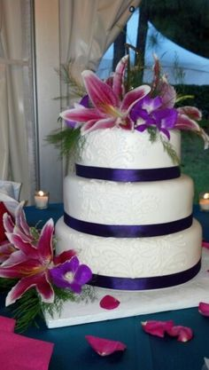 perfect Wedding cake except use blue instead of purple
