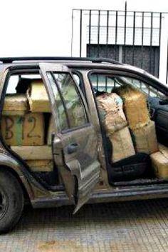 Detenido por llevar en el coche una tonelada de hachís... sin disimulo
