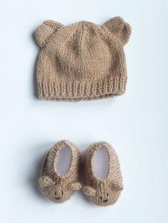 $25 Petit ourson marron glacé.  Ensemble bonnet  chaussons fait-main en laine et polaire doux et chaud pour bébé à 18€. Pour en savoir plus, cliquez sur l'image.