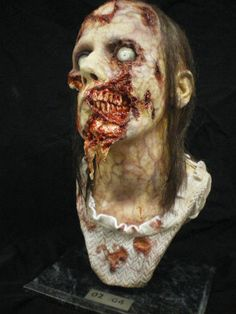 WALKING DEAD LIFE SIZE ZOMBIE BUST!! STUDIO SERIES MADE!!!!  WENDY 02/04
