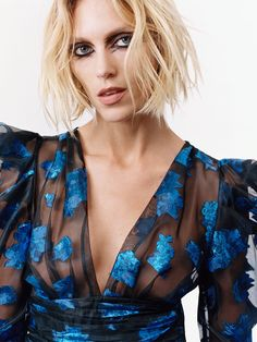 Zara enlists supermodels Anja Rubik and Lina Zhang to model partywear looks from the Fall Winter 2019 collection for their latest editorial. Versace Fashion, Zara Fashion, Daily Fashion, Love Fashion, Fashion Outfits, Fashion 2018, Zara Mode, Anja Rubik, Glamour