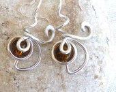 Boucles d'oreilles en verre et aluminium couleur marron : Boucles d'oreille par bijoufous