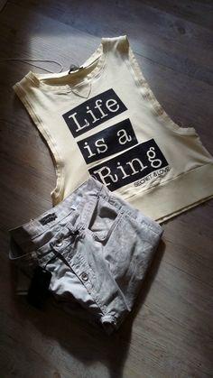 Dentro un #ring o fuori non c'è niente di male a #cadere. È sbagliato rimanere a #terra. #secret&love #tramonto #aperitif #buonaserata