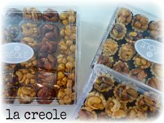 Bondokia is a #confection made up mainly of #hazelnuts and honey or syrup. Some of its varieties also include #peanuts, #cashews, #almonds, #coconuts, and #sesameseads. Gift boxes come in a variety of sizes. #Pasteli #Semsemiyeh #sesamecandy #sesamebrittle #sesameseedsnaps #crunchysesame #سمسم# بندقية #giftbox #coffretcadeau #coffrets #cadeaux #eid #ad7a