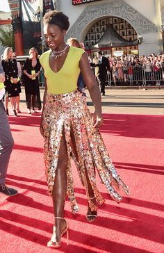 Fashion moments from The Jungle Book premiere red carpet | Lupita Nyong'o | [ https://style.disney.com/entertainment/2016/04/05/fashion-moments-from-the-jungle-book-premiere/#lupita%20nyongo ]