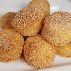 Got a craving for Donuts, but don't want to leave the house? Try these Qui… Got a craving for Donuts, but don't want to leave the house? Try these Quick Air Fryer Doughnuts and enjoy them with your morning coffee. Air Fryer Doughnut Recipe, Donut Hole Recipe, Easy Donut Recipe, Donut Recipes, Baking Recipes, Air Fryer Recipes Low Carb, Air Fry Recipes, Veg Recipes, Air Fry Donuts