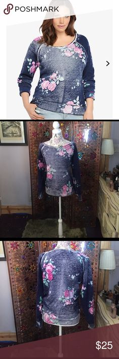 Torrid Size 1 Floral Sweatshirt Pullover EUC In excellent condition. This was made with the fabric deliberately turned the wrong way. The colors are fully saturated on the inside, but the seams and tags are in there too! Priced to bundle and save. Non smoking, pet friendly home. NO TRADES. I video outgoing orders for our protection. I ship every day before 11 Alaska time. Item # 10283105 torrid  Sweaters Crew & Scoop Necks