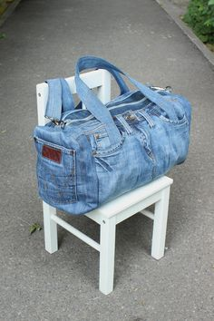 Denim Handbags, Denim Tote Bags, Big Tote Bags, Denim Bags From Jeans, Diy Denim Purse, Diy Bags Jeans, Denim Jean Purses, Blue Jean Purses, Mochila Jeans