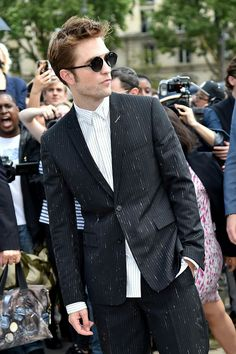 Robert at the Christian Dior Haute Couture Show fall winter in Paris France, July King Robert, Robert Douglas, Dior Haute Couture, Jennifer Lawrence, Christian Dior, Robert Pattinson Twilight, Fall Winter 2017, Most Handsome Men, Sharp Dressed Man