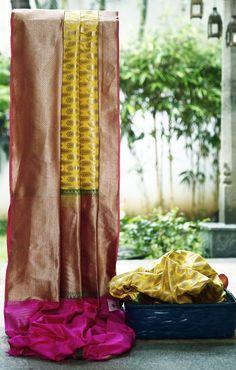Lakshmi Handwoven Banarasi Silk Sari 1000035 - Sari / Silk Saris - Parisera