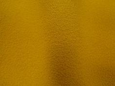 Crepe Miucha (Cyber). Tecido de poliéster, leve, fluido, possui textura, suave transparência. Ideal para modelagens amplas e fluidas. Sugestão para confeccionar: Vestidos longos, camisas, saias, entre outros.