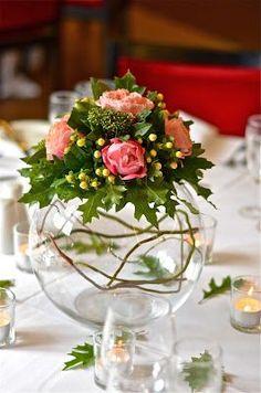 Pieza central pecera con rosas follaje e hipericum