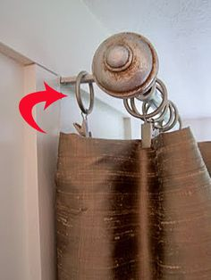 To get rid of the light that comes through the sides of your curtains, slip one of the curtain ring clips onto the rod bracket. No more side light! Also good when using thermal-backed curtains to help stop drafts.why didn't I think of this? Do It Yourself Organization, Vibeke Design, Curtains With Rings, 2 Curtains On One Rod, Curtain Rings With Clips, Curtain Clips, Double Curtains, Window Coverings, Corner Window Treatments