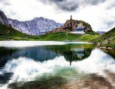 Herbst am Wolayersee... 😘 . . . #wolayersee #wolayerseehütte #herbst #kärntenistschön #carinzia #lagovolaia #simplyaustria #carinthia #visitaustria #kärnten #kaernten #exploreaustria #exploretheworld #öav #gailtal #mountainlove #hütte #schutzhütte #kärntenisleians #ig_austria #karnischerhöhenweg #karintië #karnischealpen⛰ #karnischealpen #bergauf #bergsee #alpensee #wanderlust #spiegelung #naturschönheit - by @pics_carinthia Mountain Love, Austria, Wanderlust, Mountains, Nature, Travel, Villach, Roller Coaster, Road Trip Destinations