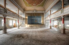This place was a real joy for the eye! Lovely abandoned ballroom.